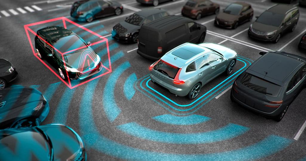 Volvo Cross traffic alert varnar om någon skulle vara bakom bilen när du ska backa