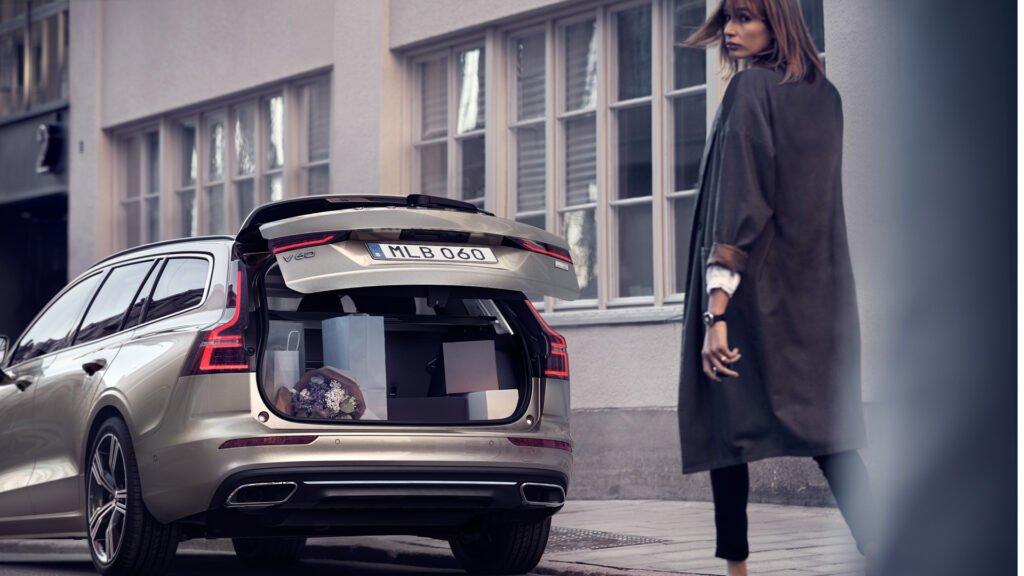 Volvo V60 är en rymlig kombi med stort bagageutrymme.