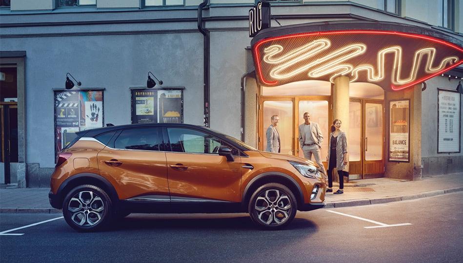 Orange Renault Captur i stan